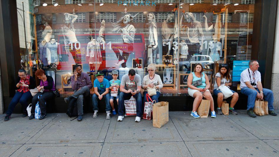Shopper vor einer Primark-Filiale in London: Riesige Wäschesäcke