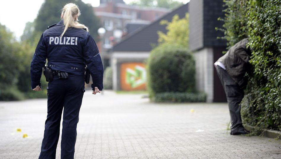 Polizeibeamtin (Archivbild): Erhöhung des Weihnachtsgeldes schneller als erwartet