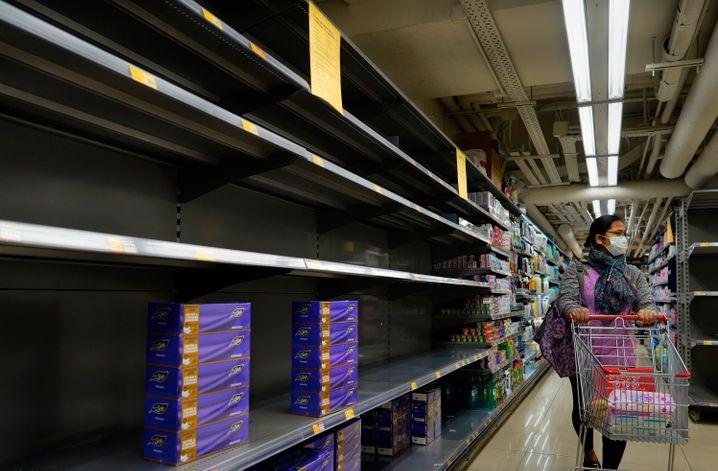 Étagères de supermarché vides à Hong Kong
