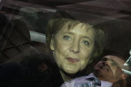 Kanzlerin Merkel in einer Limousine: Privat würde sie Mini fahren - weil sie so schlecht im Einparken ist