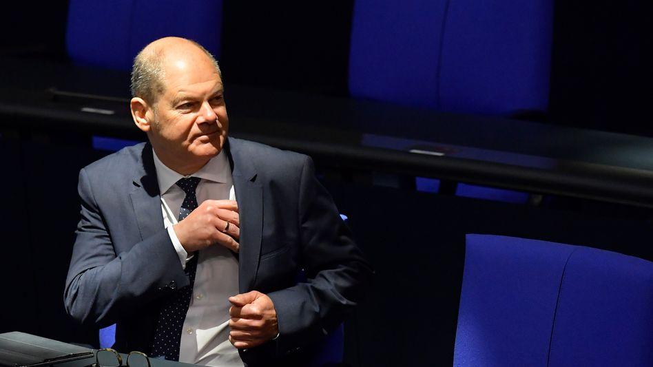 Muss sich im Rahmen des Nachtragshaushalts vom Bundestag neue Schulden genehmigen lassen: Finanzminister Olaf Scholz (SPD)