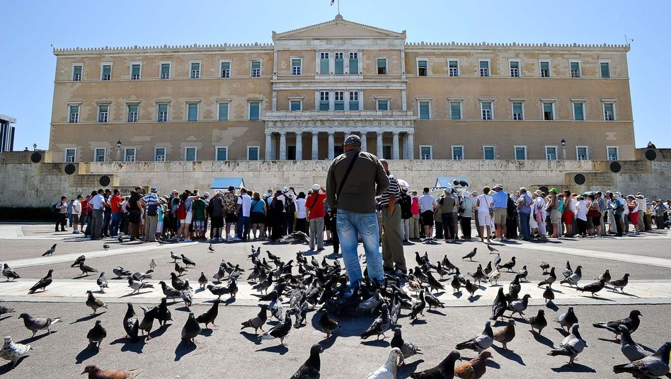 Griechisches Parlament in Athen: Neuverhandlung der Sparauflagen