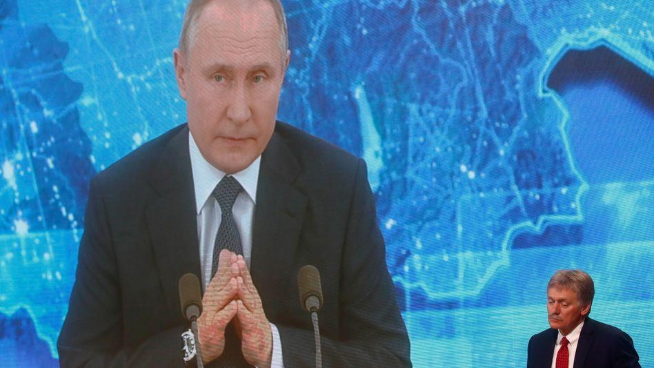 Per Video zugeschalteter Wladimir Putin – und Kremlsprecher Dmitrij Peskow