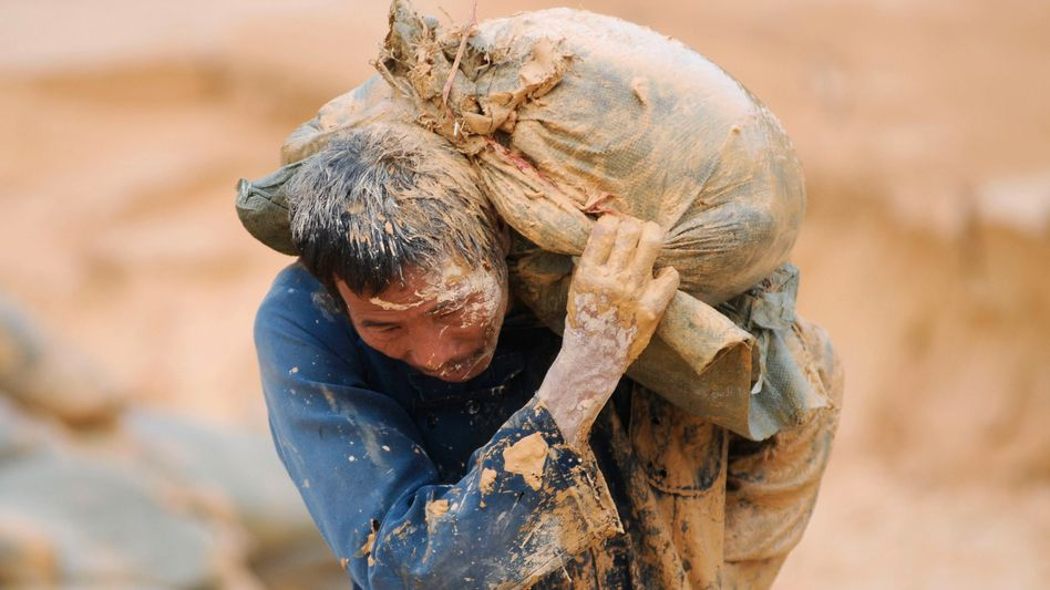 A Chinese laborer at a rare earth mine: A new EU strategy hopes to combat shortages of certain key natural resources.