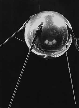 """58 Zentimeter im Durchmesser und 83,6 Kilo schwer: Der erste sowjetische """"Sputnik""""-Satellit schaffte 1400 Erdumrundungen in 92 Tagen"""