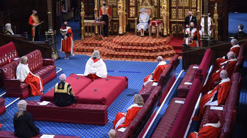 Königin Elizabeth II. im Parlament: In diesem Jahr verzichtete die Queen auf Krone und Robe