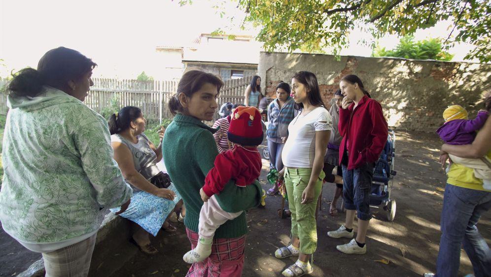 Roma in Europa: Zwangsräumungen, Schikanen, Angriffe