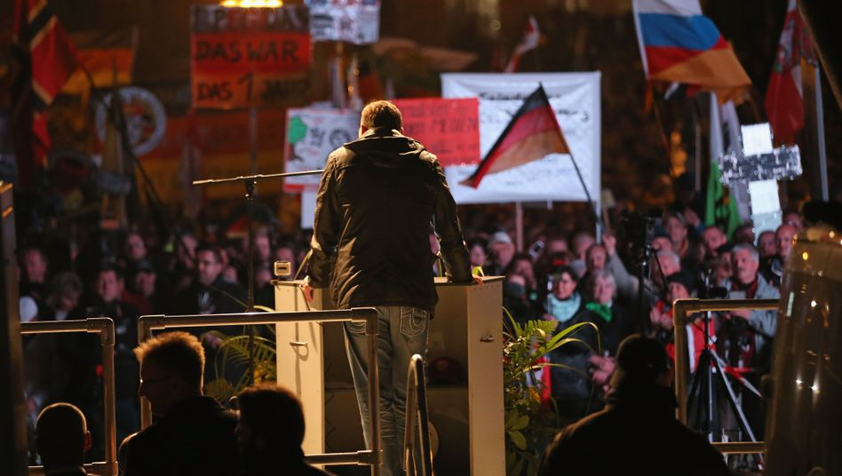 Lutz Bachmann bei der Pegida-Demo am Montag: Verbote schwer duchsetzbar