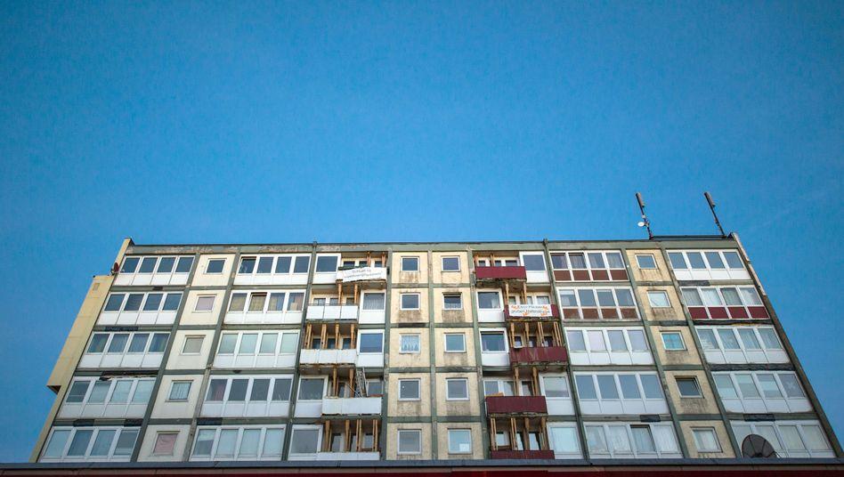 """""""Essohaus"""" in Hamburg: Die Balkone müssen mit Balken gestützt werden"""