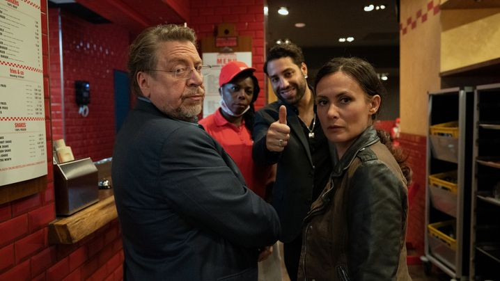 Szene mit Armin Rohde und Idil Üner (r.): Absurde Verwicklungen