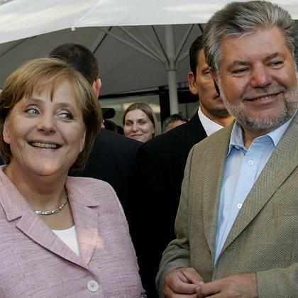 Bundeskanzlerin Merkel hat gut lachen: Bei einer direkten Kanzlerwahl würden 57 Prozent für sie stimmen.