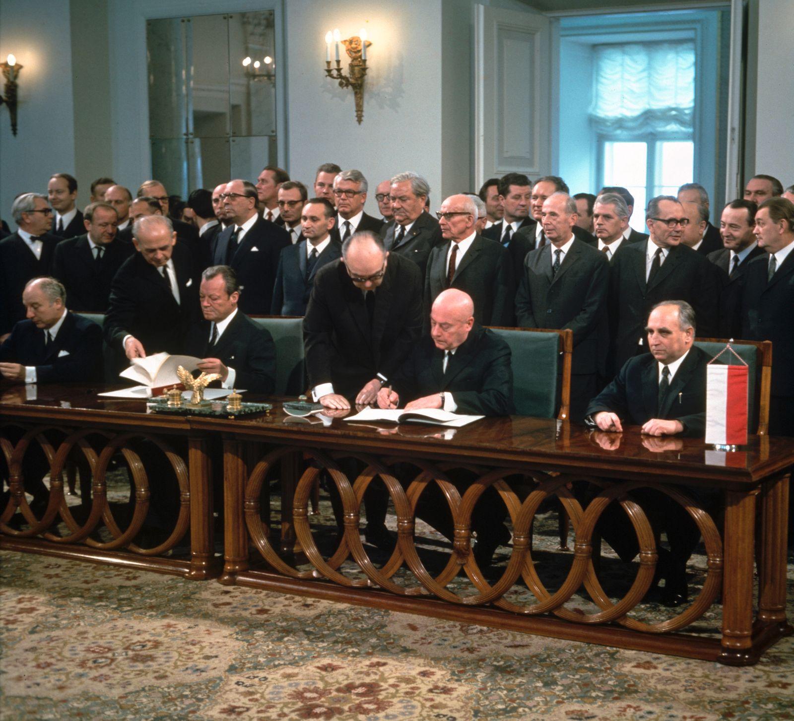 Unterzeichnung des Deutsch-Polnischen Vertrages in Warschau
