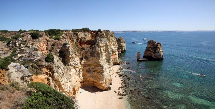 Praia da Boneca in der Nähe der Ponta da Piedade: Nur bei Ebbe erreichbar