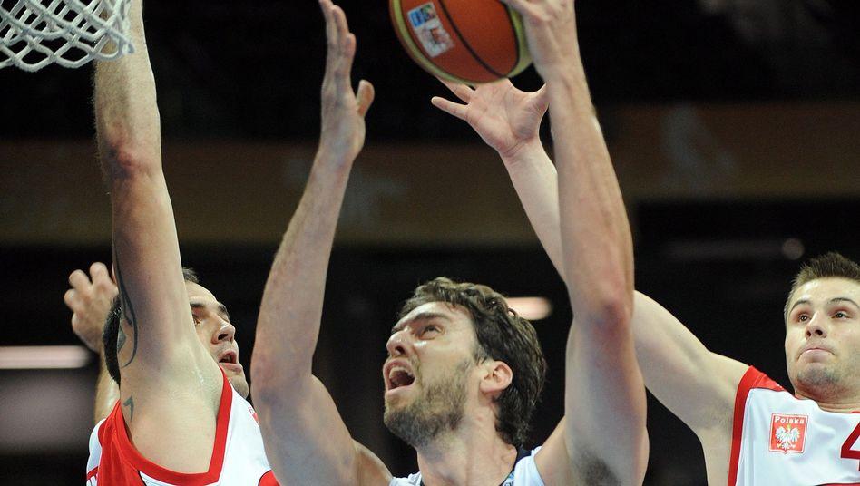 Spaniens Pau Gasol (Mitte): 29 Punkte gegen Polen