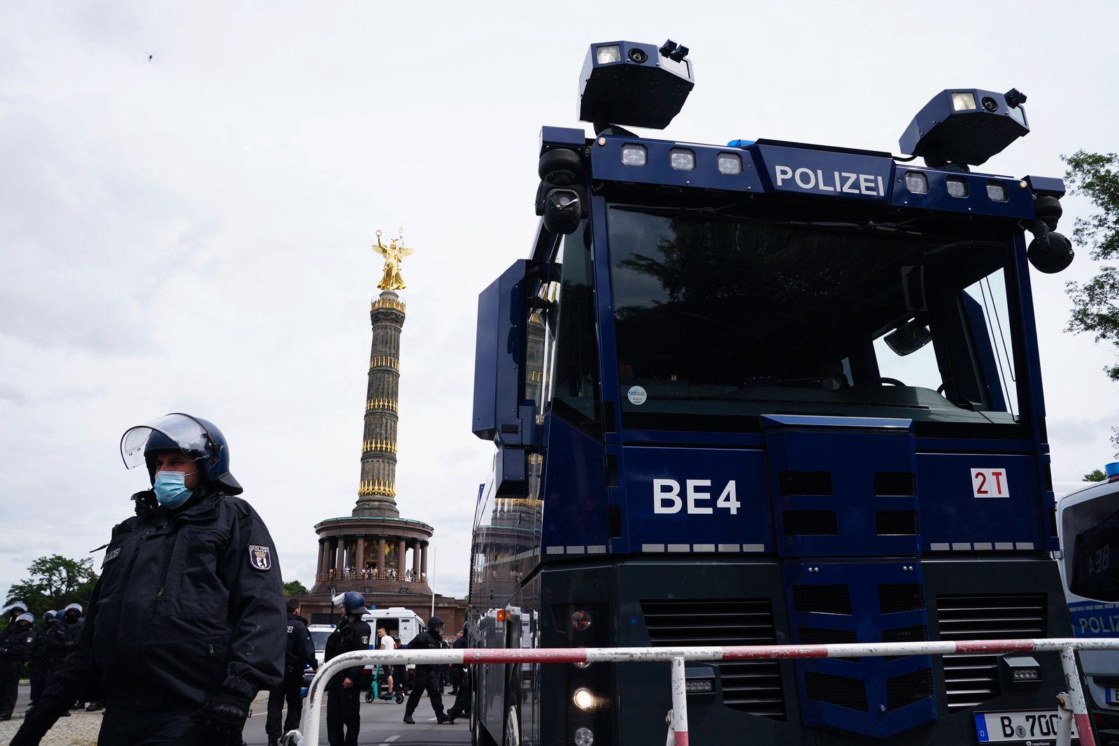Unannounced demonstrations against Coronavirus measures despite ban in Berlin