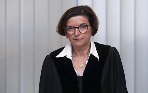 Vorsitzende Richterin Mertens: »Wir müssen die Gesellschaft vor Ihnen schützen«