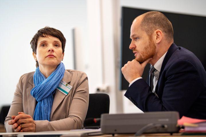 Frauke Petry und ihr Anwalt