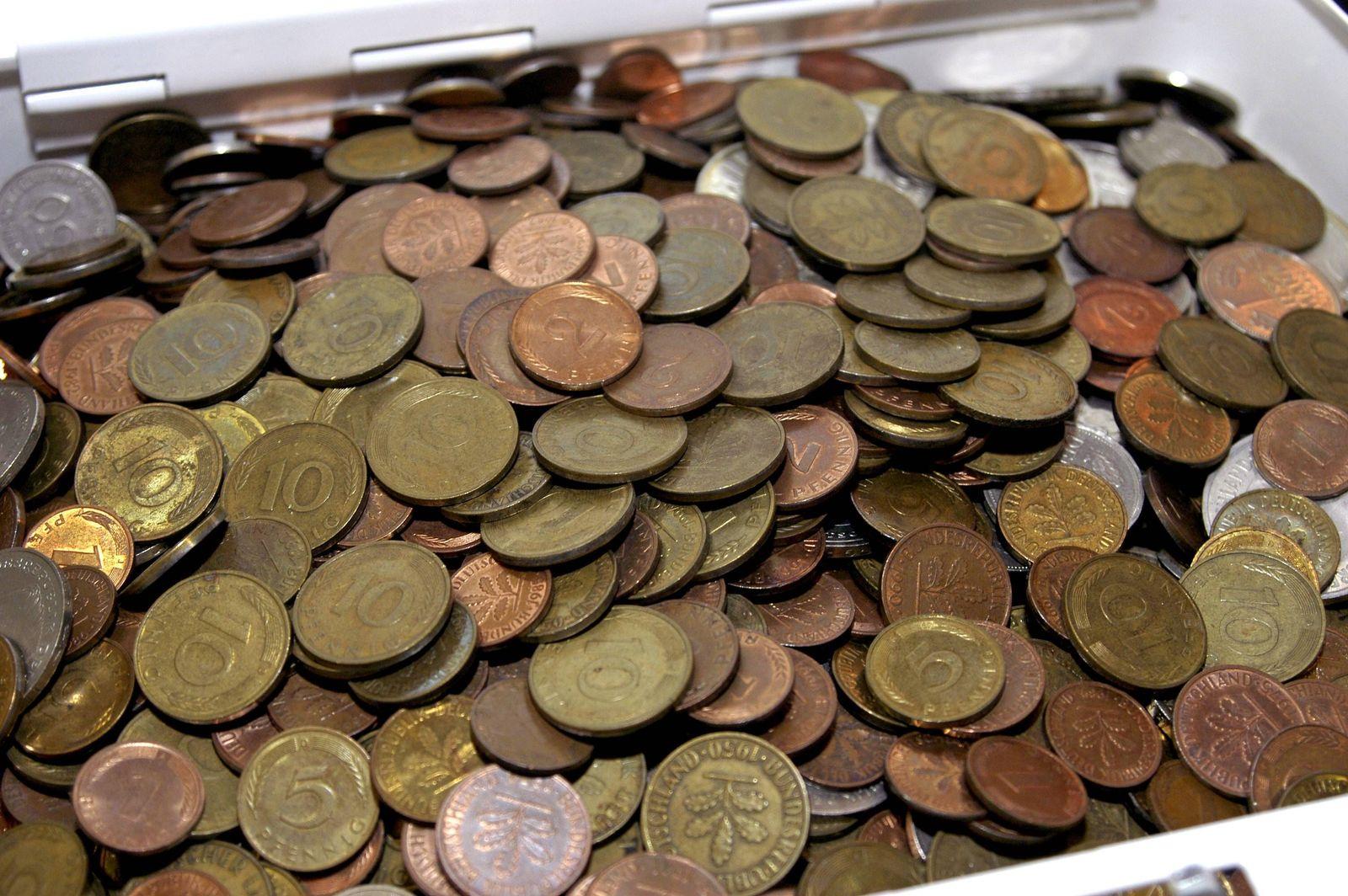EINMALIGE VERWENDUNG Symbolbild Pfennig/ Pfennige/ Deutsche Mark/ Geldmünzen
