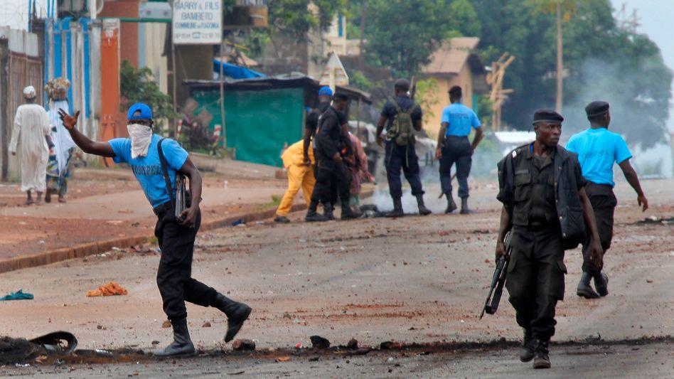 Polizisten in Guinea: Tote, Plünderungen, Ausschreitungen
