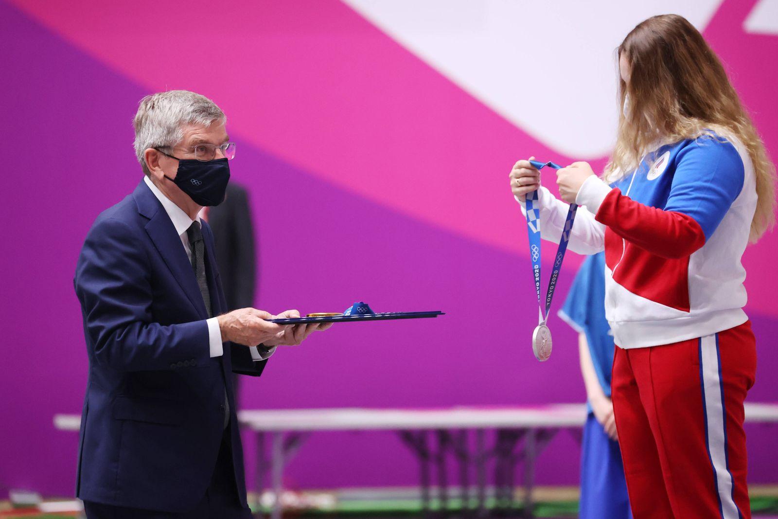 (L to R) Thomas Bach, GALASHINA Anastasiia (ROC), JULY 24, 2021 - Shooting - Rifle : Women s 10m Air Rifle Medal Ceremo