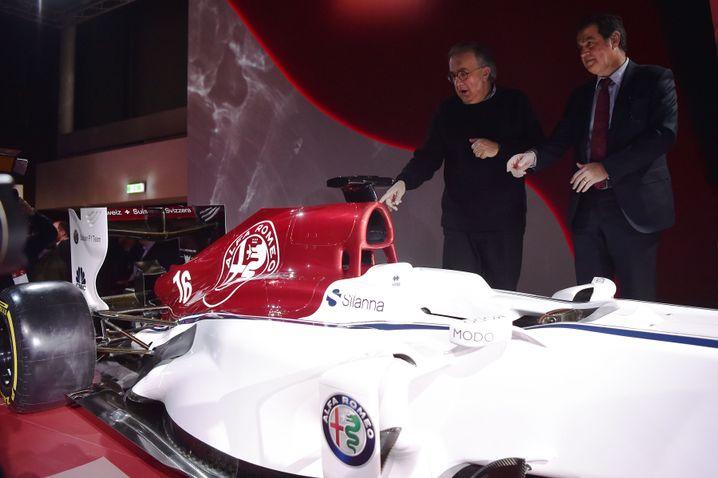 Konzernboss Sergio Marchionne (l.) mit Alfa-Romeo-Rennwagen