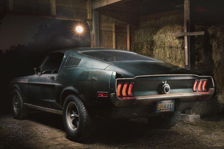 """Der """"Bullitt""""-Mustang in einer Scheune."""
