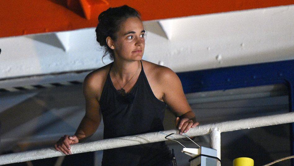 Carola Rackete sagt, sie habe bei ihrer Hafeneinfahrt niemanden in Gefahr bringen wollen