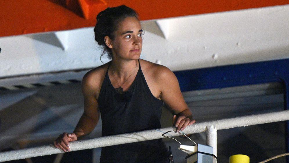 """Carola Rackete: Die Odyssee der """"Sea-Watch 3"""""""