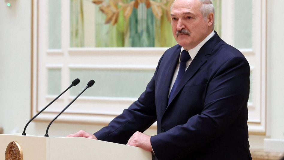 """Alexander Lukaschenko: """"Wenn jemand einen Militärangehörigen berührt, muss er mindestens ohne Hände weggehen"""""""