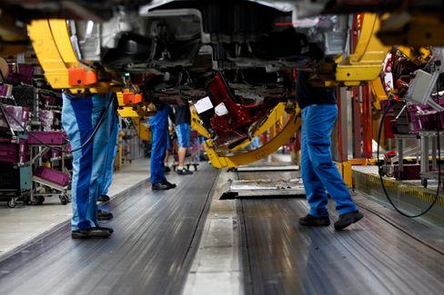 BMW-Werk in München (Archivbild): Hersteller sitzen noch immer auf Milliarden