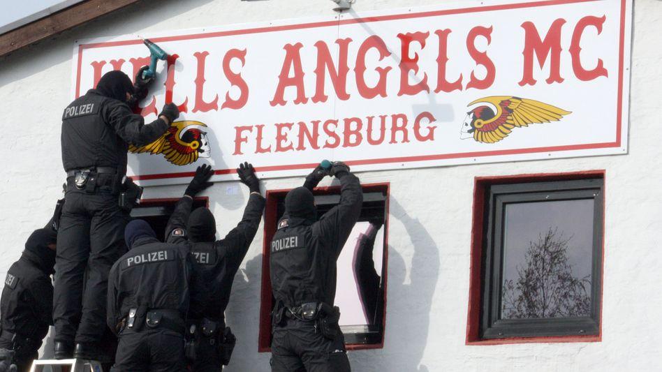 Hells Angels und Bandidos: Polizei schließt Rockerclubs im Norden