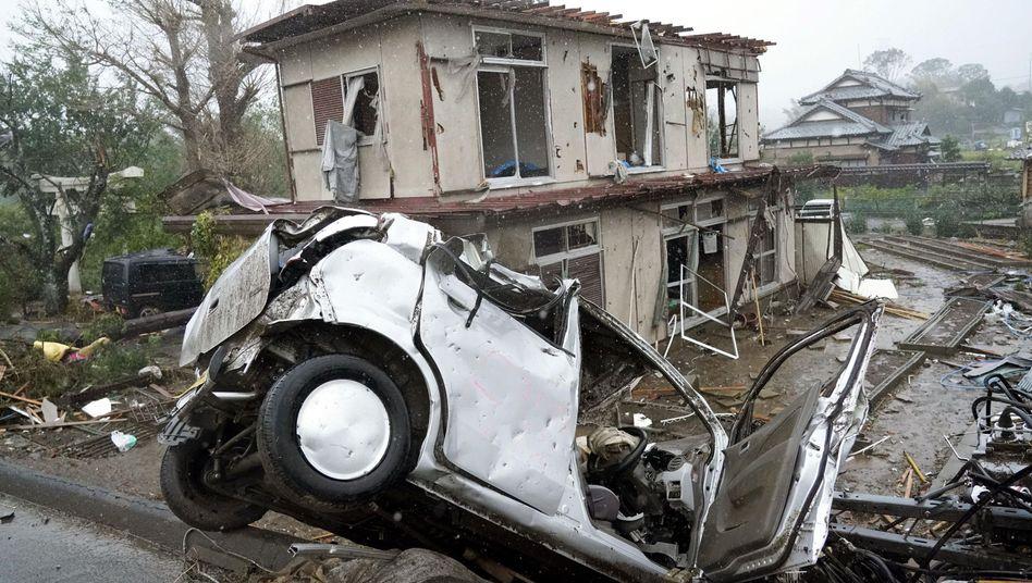 Erste Schäden in Japan: Wohngebäude wurden vollständig zerstört