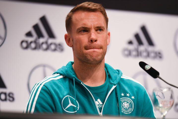 Manuel Neuer bei einer Pressekonferenz