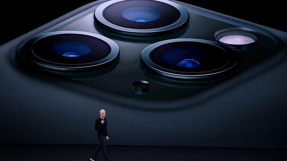 Tim Cook bei einer Produktpräsentation 2019: Die Bilder der iPhone-Kamera landen im Normalfall in der iCloud