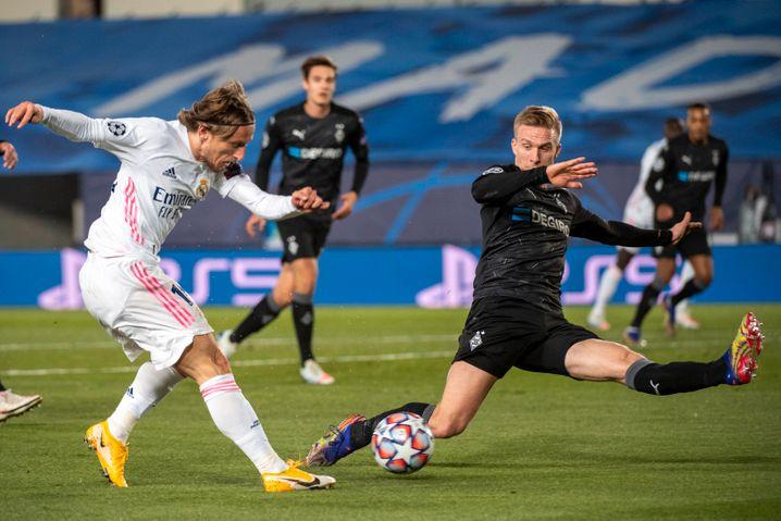 Gladbachs linke Abwehrseite mit Oscar Wendt (r.) war die Schwachstelle – Luka Modric erkannte das früh