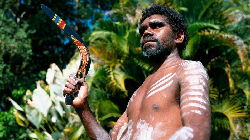 Aborigine: Bei der traditionellen Jagd werden kleine Feuer gelegt