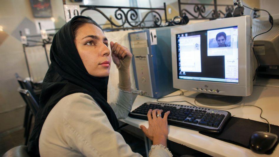 Iranisches Internet-Café (Archivbild): Bald nur noch im iranischen Intranet surfen