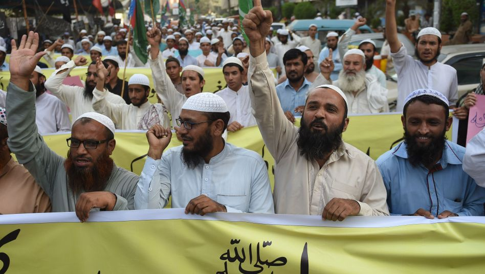 Proteste gegen Asia Bibis Freilassung am 3. November in Karachi