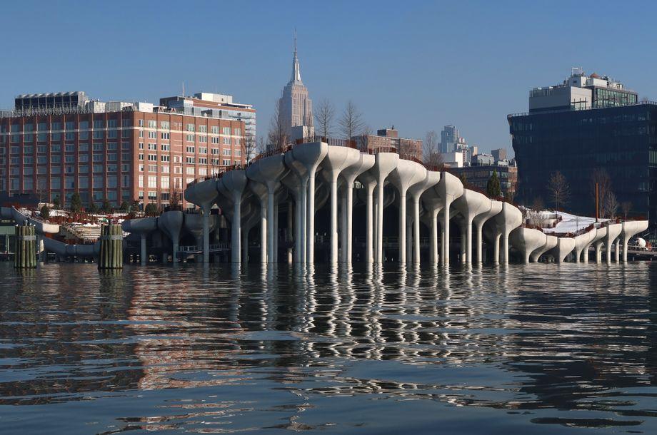 In New York entsteht gerade die Gartenbrücke »Pier 55«. Sie soll im Frühjahr 2021 eröffnet werden