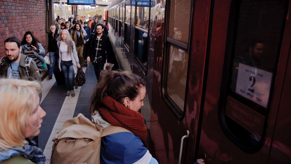 Deutschlands letzter privater Fernzug: Kurz vor Prenlau geht die Sonne unter