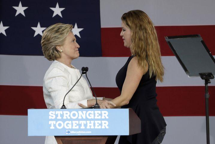 Hillary Clinton und Alicia Machado