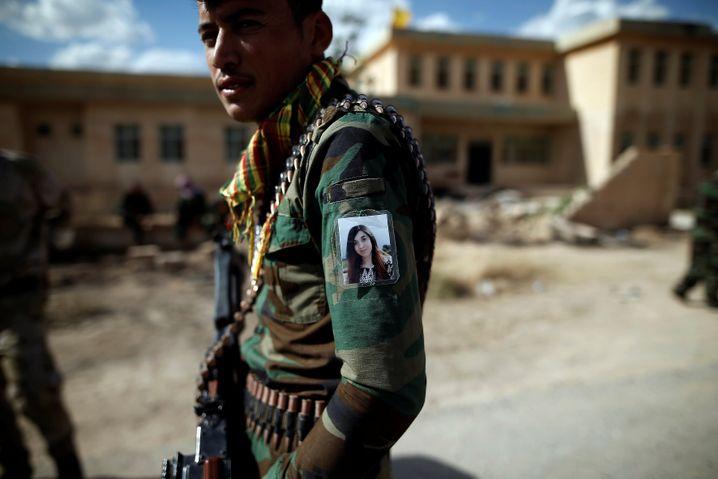 Jesidischer Soldat in Kocho: Ein Dorf, von neun Massengräbern umgeben