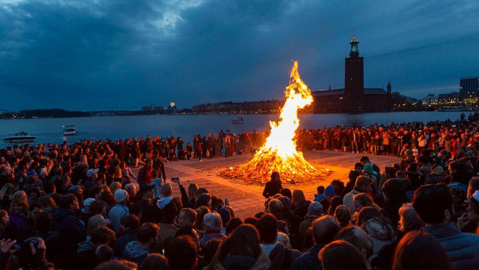 Die Walpurgisnacht vor zwei Jahren in Schwedens Hauptstadt Stockholm: Derartige Menschenansammlungen sind derzeit undenkbar