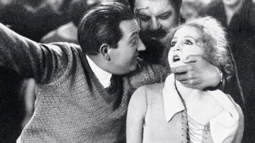 Regisseur Fritz Lang mit Heinrich George, Brigitte Helm bei den Dreharbeiten zu »Metropolis«, 1926