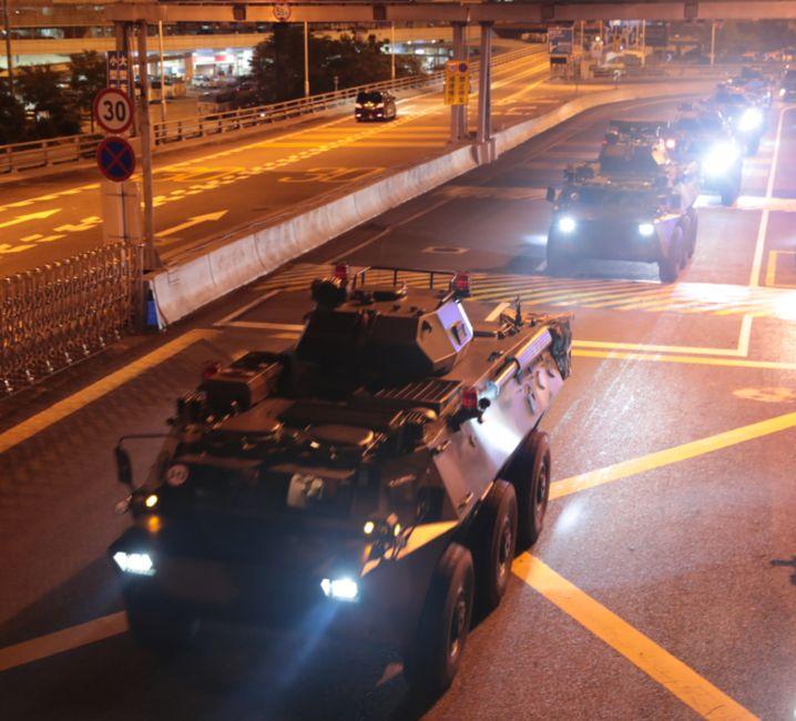 Machtdemonstration in Honkong: China lässt Truppen rotieren. Angeblich aus Routine