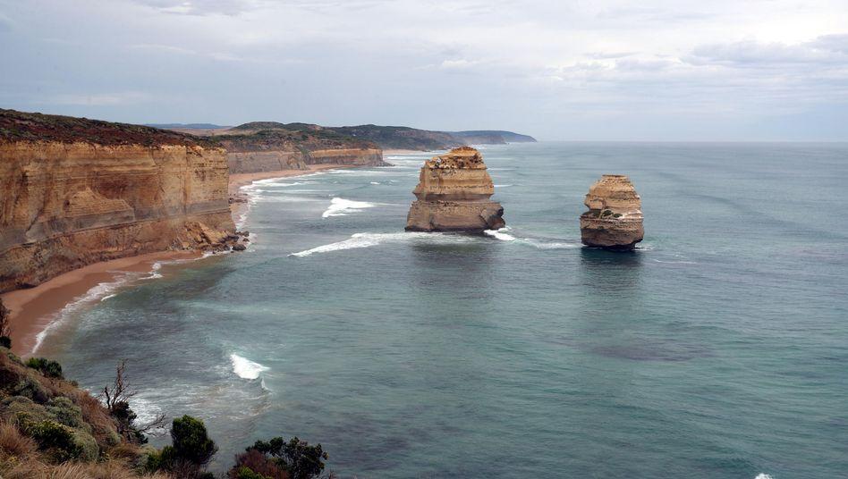 """Kalksteinfelsen """"Zwölf Apostel"""" an der australischen Küste"""