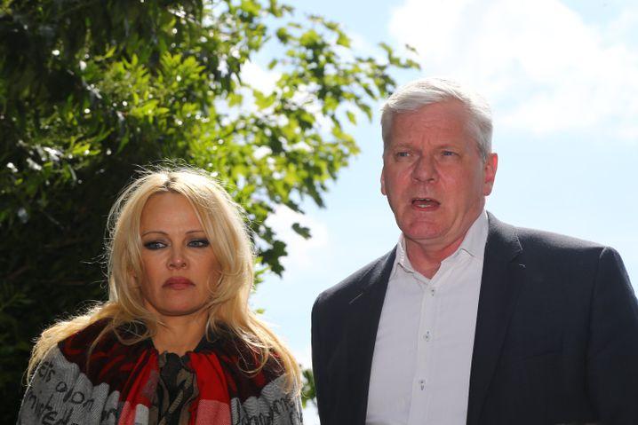 Pamela Anderson und WikiLeaks-Chefredakteur Kristinn Hrafnsson