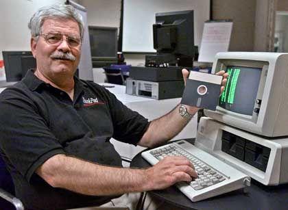 """David Bradley: Erfinder des """"PC-Schleudersitzes"""" für Programmabstürze"""