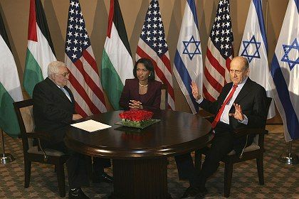"""Mideast negotiating partners -- Palestinian Prime Minister Mahmoud Abbas, US Secretary of State Condoleezza Rice and Israeli Prime Minister Ehud Olmert in Jerusalem: """"Do we really want to allow the Middle East to be engulfed by violance for another ten or 15 years?"""""""