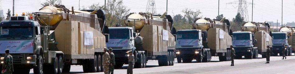 Iranische Schahab-3-Raketen bei einer Parade in Teheran: Widerwillige Politiker und lahme Behörden